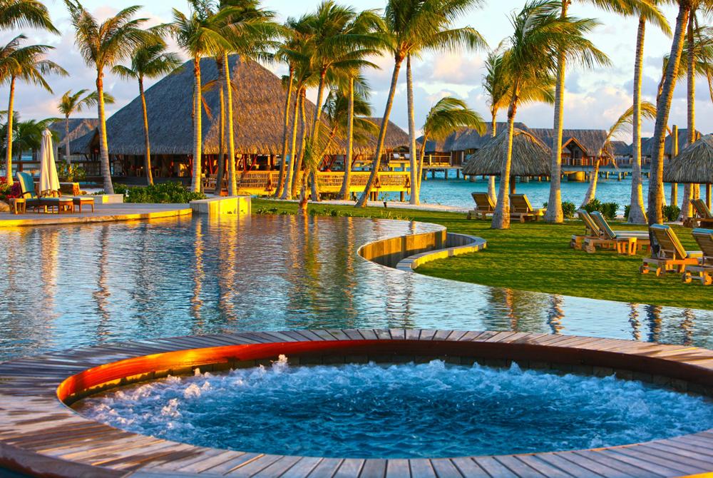Kelionė į Taitį (egzotinės kelionės) Jacuzzi Hot Tub At Four Seasons Resort Bora Bora Tahiti Polynesi